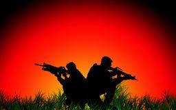 Dwa żołnierza przy zmierzchem Obraz Stock