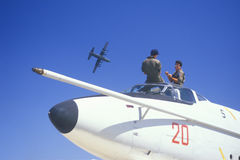 Dwa żołnierza W myśliwu odrzutowym, Van Nuys pokaz lotniczy, Kalifornia Zdjęcia Stock