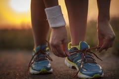 Dwa ładnej dziewczyny jogging w ranku Obrazy Royalty Free