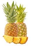 Dwa ananas z plasterkami odizolowywającymi na bielu Fotografia Royalty Free