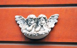 Dwa anioła na czerwonym tle Zdjęcie Royalty Free