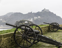 Dwa antycznego działa na fort ścianie w Donostia, San Sebastian ( Zdjęcia Stock