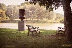 Dwa ławki w parku na tle jezioro Zdjęcie Royalty Free