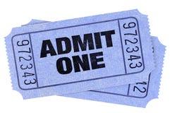 Dwa błękit przyznaje jeden filmu biletów karcze odizolowywających cią za bielu obrazy stock