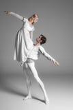 Dwa baletniczych tancerzy młody ćwiczyć atrakcyjny zdjęcia royalty free