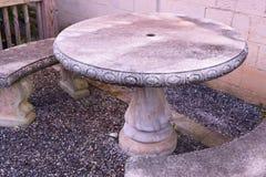 Dwa betonowej ławki i betonują stół Fotografia Stock