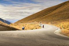 Dwa bicyklu wzdłuż drogi Zdjęcia Royalty Free