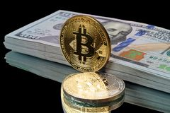Dwa bitcoins i plik dolary Obraz Stock