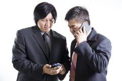 Dwa biznesmenów spotkanie i używać telefon komórkowy Obraz Royalty Free