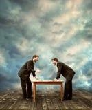 Dwa biznesmen Ma dyskutującego Fotografia Stock