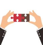 Dwa Biznesowej ręki łączą dwa kawałka łamigłówka ilustracja wektor