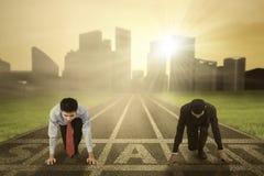 Dwa biznesów konkurent przygotowywający zaczynać Fotografia Stock