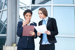 Dwa bizneswomanów target929_1_ Zdjęcie Stock
