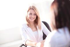 Dwa bizneswomanu Spotyka W biurze Obraz Stock