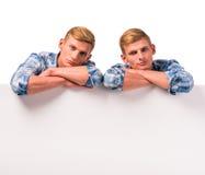 Dwa bliźniaczej chłopiec zdjęcia royalty free