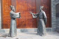 Dwa brązowej statuy urzędnicy w Ming dynastii obrazy royalty free