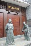 Dwa brązowej statuy urzędnicy w Ming dynastii obraz royalty free