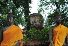 Dwa Buddha statuy w starej świątyni Fotografia Royalty Free
