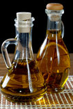 Dwa butelki oliwa z oliwek na stole Obraz Stock