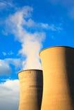 Dwa chłodniczego wierza w geotermicznej energii elektrowni na zmierzchu Obraz Royalty Free