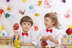 Dwa chłopiec bawić się wpólnie obrazy stock