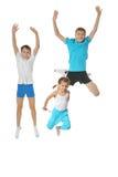 Dwa chłopiec i dziewczyny ćwiczyć Zdjęcie Royalty Free