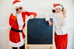 Dwa chłopiec udaje jest Zły Santa blisko czerni deski Obraz Stock