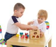 Dwa chłopiec entuzjastycznie farby markiera Fotografia Stock
