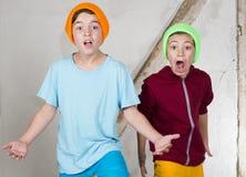 Dwa chłopiec patrzeje agresywny Zdjęcie Stock