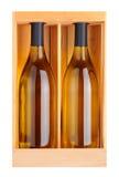 Dwa Chardonnay butelki w drewna pudełku Obrazy Royalty Free