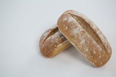Dwa chlebowego bochenka na białym tle Zdjęcia Royalty Free