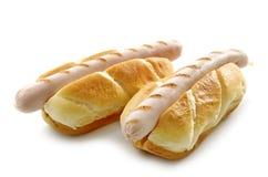 Dwa chlebowej babeczki z piec na grillu kiełbasami Fotografia Stock
