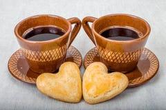 Dwa ciastek kształta domowej roboty serce i kawa Fotografia Royalty Free
