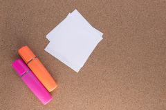 Dwa coloured highlighters z papierem Zdjęcie Stock