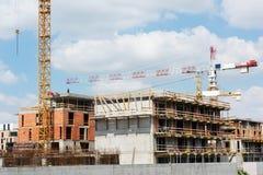 Dwa crains na nowym budynku Zdjęcia Stock