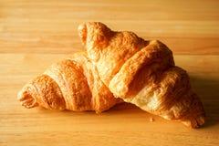 Dwa Croissants na Stołowym wierzchołku Obraz Stock