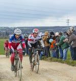 Dwa cyklisty na Brudnej drodze - ładny 2016 Obraz Royalty Free