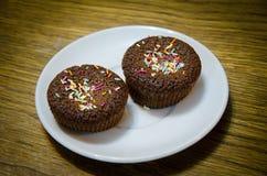 Dwa czekoladowego torta z wielo- barwioną truflą Obrazy Stock
