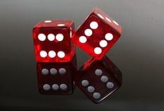 Dwa Czerwonego Kostka do gry Obrazy Stock
