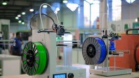 Dwa 3D automatycznej trójwymiarowej drukarka pracuje przy technologii wystawą zbiory