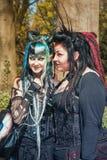 Dwa diabelnej przyglądającej damy na pozie podczas elf fantazi jarmarku Obrazy Stock