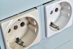 Dwa domowy lub przemysłowe elektryczne nasadki z gruntowanie kontaktami fotografia royalty free