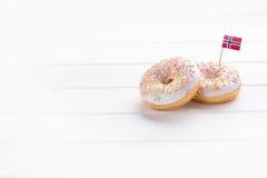 Dwa donuts z flaga Norwegia Obrazy Stock