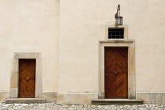 Dwa drewniany drzwi Zdjęcia Royalty Free