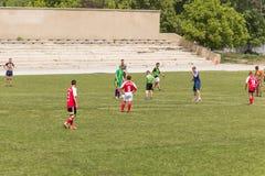 Dwa drużyn futbolowych amatorska sztuka na polu wewnątrz Fotografia Stock