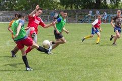 Dwa drużyn futbolowych amatorska sztuka na polu wewnątrz Obraz Royalty Free