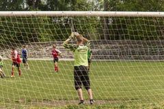 Dwa drużyn futbolowych amatorska sztuka na polu wewnątrz Zdjęcia Stock