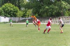 Dwa drużyn futbolowych amatorska sztuka na polu wewnątrz Obrazy Stock