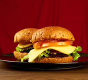Dwa dużego hamburgeru Obrazy Stock