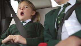 Dwa dziecka W mundurze Jedzie szkoła zbiory
